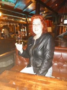 """... und nach dem Essen ein """"kleiner Whisky als Absacker"""" im anderen Pub. Man beachte das """"klein""""."""