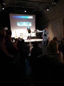 Levia Magath betritt die Bühne, den Rest bitte denken