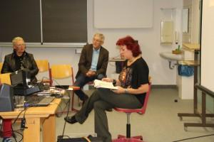 Links die Organisatorin der Lesung, Elternbeirätin Theodora Gregorz, rechts der Direx